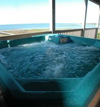 cape-hatteras-cottage-09-hot-tub