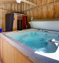 Hot_Tub_and_Sauna