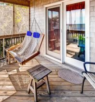 Screened_Porch_with_Swing